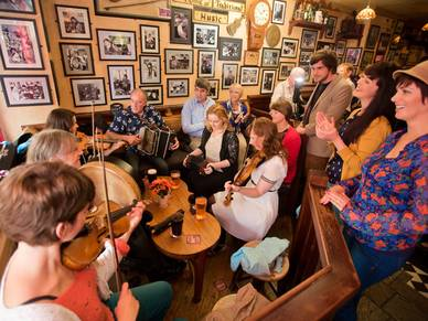 Pub Night in Galway, Englisch Sprachreisen nach Irland