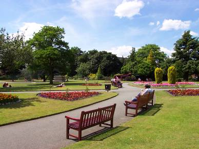 Sommerlicher Park in Chester, Business Englisch Sprachreisen England